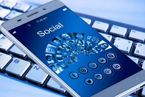 ソーシャルメディアの良い点と悪い点